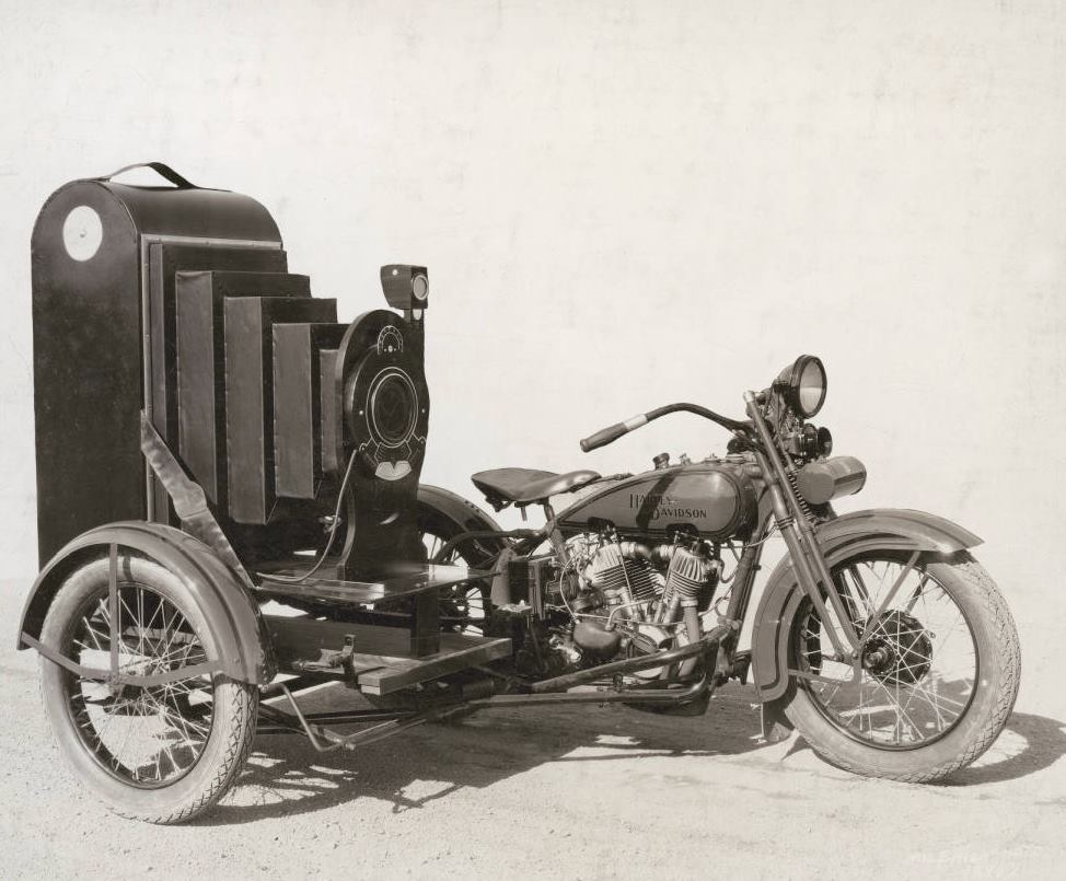 Unusual use of a Winter-Weiss sidecar (1920s)